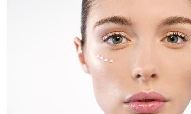 Cuida la piel del contorno de ojos