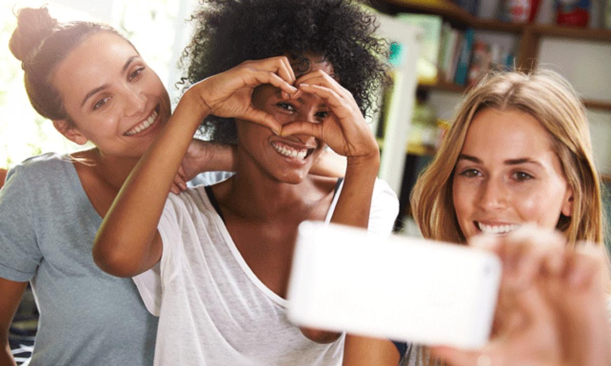 Un 76% de las personas repiten el 'selfie' para quedar bien